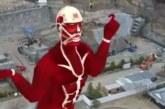 טיטאן מרקד בגובה 50 מטר?!
